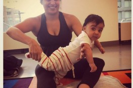 Baby Fingers Family Yoga (1-24 months) Photo