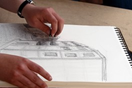 Gallery Session: Drawing in the Galleries Photo
