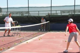 Outdoor Tennis (8 - 10 years old) Photo